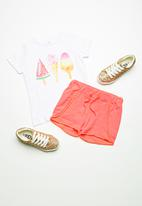 name it - Erika shorts - coral
