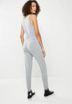 Missguided - Sleeveless tie waist jumpsuit