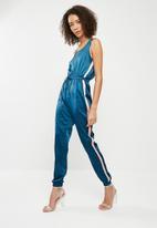 Missguided - Sports side stripe satin jumpsuit - blue & pink