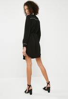 Superbalist - Shirt dress with contrasting tipping - black with white