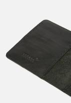 Escape Society - Leather passport holder - black