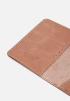 Escape Society - Leather passport holder - dusty pink