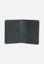 Escape Society - Leather passport holder - navy