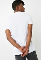Superbalist - 2-pack vee neck tee - white