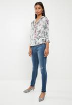 Superbalist - Soft  V-neck shirt - milk floral
