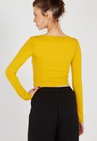 Supré  - Long sleeve raised neck crop tee - mustard