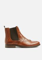 Superbalist - Brogue leather chelsea - tan