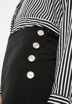 Superbalist - Side button short - black