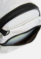 dailyfriday - Asia flight bag - black & white