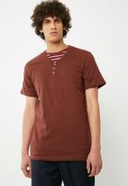 Cotton On - Essential Henley Tee - brown