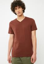 Cotton On - Essential v-neck tee - brown