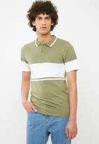 Only & Sons - Tom muscle fit colourblock polo - olive
