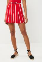 Superbalist - Button detail short - red & white