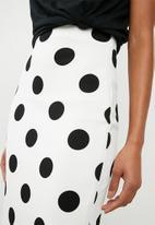 Superbalist - Pull on bodycon skirt - white & black