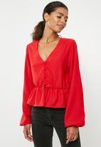 Superbalist - Feminine blouse with peplum - red