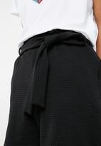Superbalist - Knit self tie short - black