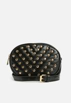 Missguided - Quilted gold studded circle waist bag - black