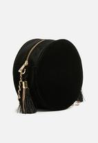 Missguided - Circle velvet tassel detail cross body bag - black