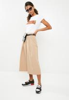 Missguided - Premium core pleat front culottes - beige
