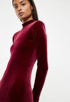 Superbalist - Hi neck velvet bodycon dress - burgundy