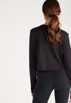 Supré  - Printed long sleeve loose crop - black