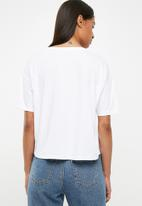 Superbalist - Drop shoulder slogan tee - white & red