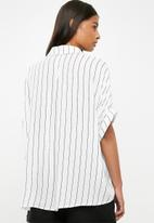 Superbalist - Drop shoulder boxy shirt - white & black