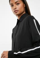 Superbalist - Sporty trim shirt - black