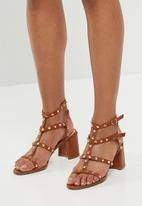 Missguided - Studded flared heel gladiator sandal - tan