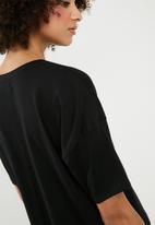 Superbalist - Drop shoulder slogan tee - black