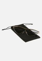 Superbalist - Gigi cat eye sunglasses - black & gold