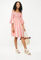 Jacqueline de Yong - Celeste off shoulder smock dress - red & white