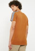Bellfield - Striped sleeve tee - tan