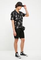 Bellfield - Angkor printed short sleeve shirt - black & pink
