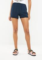 Jacqueline de Yong - Dannie woven shorts - navy