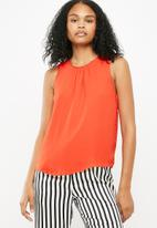 Jacqueline de Yong - Nynne layer sleeveless top - red