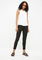 Jacqueline de Yong - Nynne layer sleeveless top -  white