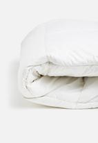 Sheraton Textiles - Duck feather & down duvet inner