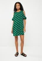 Superbalist - Cold shoulder swing dress - green & white