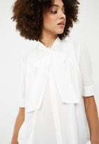 Vero Moda - Nicole 2/4 tie shirt - white