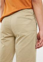Superbalist - Slim chino shorts - beige
