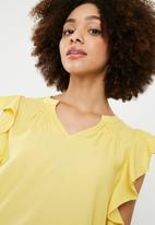 Vero Moda - Violet short sleeve flounce top - yellow