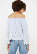 ONLY - Mera long sleeve off shoulder top - blue & white