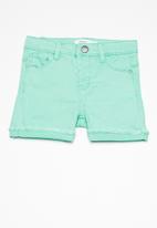name it - Salli line shorts - green