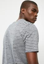 Nike - NSW stripped tee - grey & navy