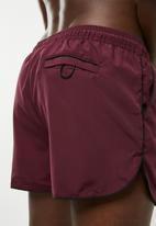 New Look - Basic runner swim shorts - burgundy