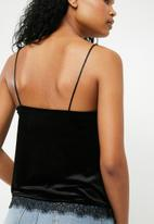 New Look - Go emblem velvet cami - black