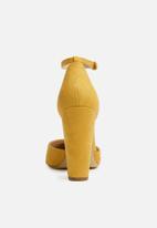 804b112f6ef0 ALDO - Nicholes block heel - mustard