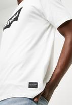 Levi's® - L8 printed tee - white - black