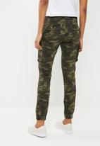 Superbalist - Camo printed jeans - khaki